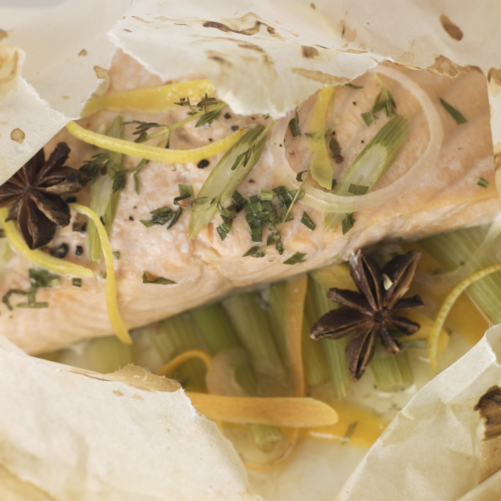 White fish parcels with watercress, capsicum & green beans photo